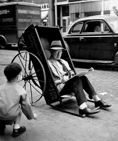 Fred Stein Man in Pushcart, New York City 1944