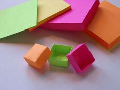 Post-it Box How to do this.cute fun little origami boxes out of sticky notes.cute fun little origami boxes out of sticky notes. Post It Origami, Sticky Note Origami, Sticky Note Crafts, Cute Origami, Origami Easy, Origami Paper, Oragami, Dollar Origami, Origami With Post Its