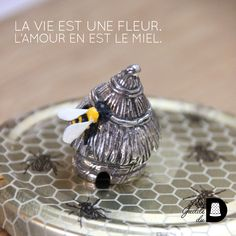 On aime les petites abeilles 🐝 surtout sur un de à coudre! #deacoudre #dedale #collection #desouvenir #musee #museemiel #ruche #rucher #museeruche #loveruche #insecte #thimble #bee #bees #miel #lovebees #beeboutique #abeille #honey #insecte #loveinsect #lovehoney #savebee #sauvezlesabeilles Rings For Men, Collection, Jewelry, Honey, Small Bees, Save The Bees, The Guild, Thimble, Beehive