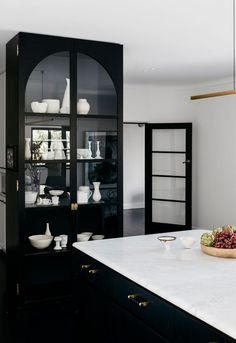 Cozy Home Interior Glass Door Cabinets.Cozy Home Interior Glass Door Cabinets Black Kitchen Cabinets, Kitchen Cabinet Styles, Black Kitchens, Kitchen Storage, Cool Kitchens, Kitchen Drawers, Kitchen Organization, Glossy Kitchen, Taupe Kitchen