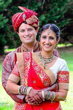 Hindu Wedding, Beautiful couple Indian Bride Poses, Indian Bridal Photos, Indian Wedding Poses, Indian Wedding Couple Photography, Mehendi Photography, Bridal Photography, Couple Wedding Dress, Wedding Couple Photos, Hindu Wedding Photos