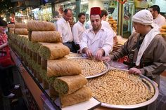 Paradise Lost: Once Bustling, Lively Syria Before 2011 Civil War. For more great photos, visit the Sputnik International website Arabic Dessert, Arabic Sweets, Arabic Food, Lebanon People, Ramadan Sweets, Aleppo City, Naher Osten, Food Stall, People Eating