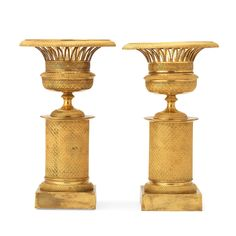 A PAIR OF FRENCH EMPIRE EARLY 19TH CENTURY GILT BRONZE URNS. Height 31 cm.