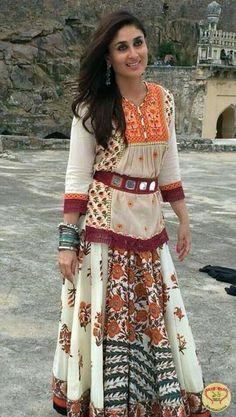 Kareena Kapoor Khan and fashion designer Ritu Kumar bonded again after the actress's wedding for her recently released film Singham Returns. The actress was Indian Fashion, Boho Fashion, Girl Fashion, Fashion Outfits, Fashion Beauty, Fashion Pants, Indian Attire, Indian Wear, Kurta Designs