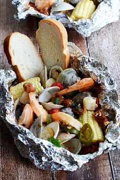 These packets are filled with shrimp clams scallops chorizo sausage corn and tomatoes! Grilling Recipes, Fish Recipes, Seafood Recipes, Cooking Recipes, Healthy Recipes, Pork Recipes, Seafood Meals, Fish Dishes, Seafood Dishes