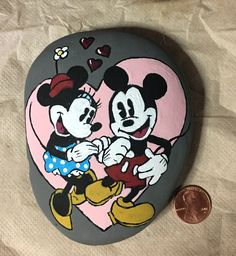 Mickey and Minnie painted rock -by Kerry Mouse Paint, Carving, Robert Rock, Art Projects, Painting, Art, Cartoon, Painted Rocks, Disney Friends