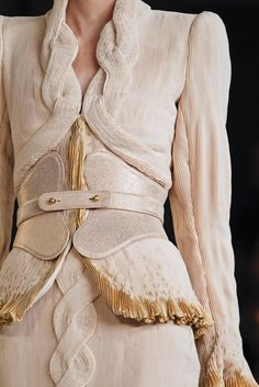 Alexander McQueen Spring 2012 Ready-to-Wear Fashion Show Details
