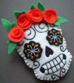 Vintage Tattoo style Sugar Skull inspired by Old Skool Tattoos. Manualidades Halloween, Halloween Crafts, Holiday Crafts, Halloween Felt, Halloween Halloween, Vintage Halloween, Halloween Makeup, Halloween Costumes, Day Of The Dead Skull Tattoo
