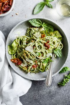 Creamy zucchini pesto pasta is an easy way to pack in vegetables. Blend zucchini into pesto to make it extra creamy and top with your favorite protein! Zuchinni Pasta, Zucchini Pasta Recipes, Zucchini Pesto, Raw Food Recipes, Veggie Recipes, Creamy Pesto Pasta, Sundried Tomato Pesto, Basil Pasta, Fresh Pasta