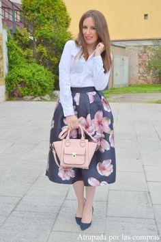 Cómo combinar una falda midi de flores | Cuidar de tu belleza es facilisimo.com