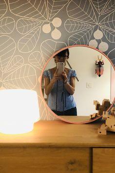 Die Tischleuchte Cosy bringt eine gemütliche Stimmung in den Raum. Designers Guild, Bern, Mirror, Furniture, Home Decor, Mood, Light Fixtures, Decoration Home, Room Decor