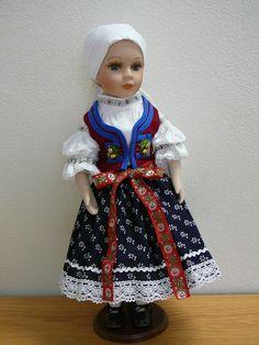 Krojovaná porcelánová panenka z valašska Folk Costume, Costumes, Puppets, Beautiful Outfits, American Girl, Doll Clothes, Harajuku, Traditional, Dolls
