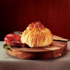 Camembert, Apple and Date Bundles Phyllo Dough, Poached Apples, Apple Slices, Garam Masala, Vegetarian, Fruit, Vegetables, Cooking, Dates