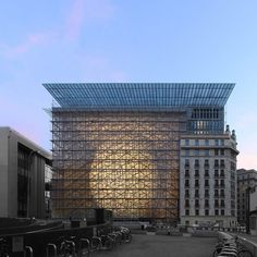 architecture and engineering firm SAMYN and PARTNERS reveals its collaborative project for the EUROPA building: the new HQ for the EU council. Box Architecture, Residential Architecture, Glass Structure, Brick Facade, House Design Photos, Glass Boxes, Built Environment, Belgium, Lanterns