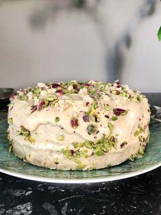 τούρτα χαλβά νηστίσιμη Cupcake Cakes, Cupcakes, Greek Recipes, Cake Recipes, Chicken Recipes, Recipies, Sweets, Vegan, Cooking