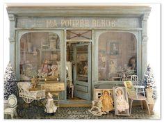 Vitrine Miniature, Miniature Rooms, Miniature Houses, Dolls House Shop, Toys Shop, Doll Houses, Victorian Dollhouse, Bear Shop, Shabby