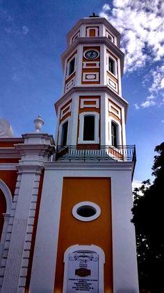 La Catedral de Ciudad Bolívar en pleno casco histórico. Venezuela, ciudad que aún mantiene su estado colonial.