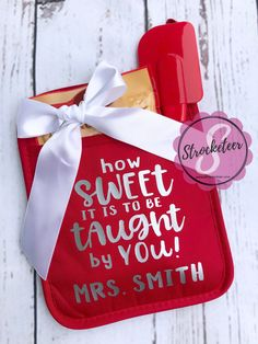 Teacher gift diy 559853797424998415 - How Sweet It Is To Be Taught By You – Teacher Gift Source by Daycare Teacher Gifts, Teacher Christmas Gifts, Teacher Appreciation Gifts, Volunteer Appreciation, School Gifts, Teacher Gift Diy, Teacher Thank You Gifts, Valentine Gifts For Teachers, Valentines