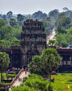 Join us on this amazing Cambodia cycle tour from Phnom Penh to Siem Reap.Full day tour Angkor Wat, cooking class & more. Cambodia Beaches, Cambodia Travel, Vietnam Travel, Asia Travel, Siem Reap, India Architecture, Phnom Penh, Angkor Wat, Amazing Destinations