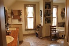 PRIMITIVE BATHROOM IDEAS – Victorian or vintage bathroom styles may feel too common for some of you. We thus recommend you applying primitive bathroom. Primitive Homes, Primitive Country Bathrooms, Primitive Bathroom Decor, Primitive Decor, Country Primitive, Country Farmhouse, French Country, Country Baths, Primitive Antiques