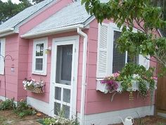 Adorable vacation cottage on HomeAway!
