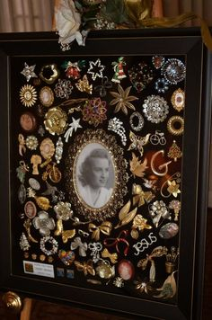36 Trendy Ideas For Vintage Jewelry Art Projects Display Costume Jewelry Crafts, Vintage Jewelry Crafts, Vintage Costume Jewelry, Vintage Costumes, Vintage Jewelry Displays, Vintage Outfits, Button Art, Button Crafts, Arts And Crafts