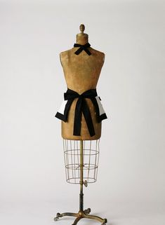 The Veronica apron is for the gal who is ALL WOMAN! I guarantee your guy will help out more if you wear THIS around the kitchen. This is my reinterpretation of the traditional french maid apron. The classic contrasting black and white fabrics converge to create this very sexy