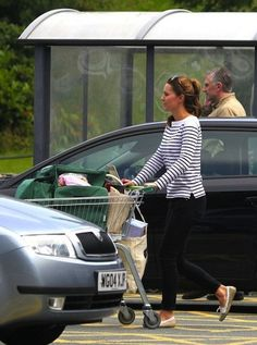 Kate Middleton Duchess of Cambridge August 28 2013 Grocery Shopping