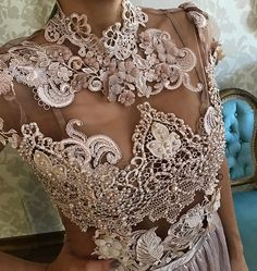 Renda italiana com aplicações! Super luxo!! ❤#fabricacaopropria #schmidtsisters #detalhes #renda #rendaitaliana #handmade #luxo
