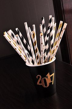 This is a gorgeous combination of black, gold, and silver paper straws. There would be great for my outdoor graduation party. I LOVE the mix of metallic gold. stars, and stripes!
