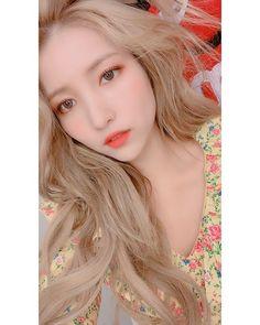 Check out GFriend @ Iomoio Gfriend And Bts, Gfriend Yuju, Gfriend Sowon, Kpop Girl Groups, Korean Girl Groups, Kpop Girls, G Friend, Entertainment, Green Hair