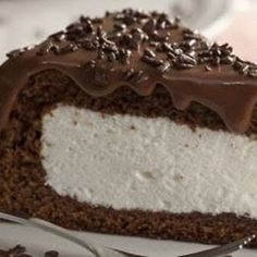 Bolo Nhá Benta - recipe in portuguese, and looks fussy, but sounds tasty as heck! Köstliche Desserts, Delicious Desserts, Yummy Food, Sweet Recipes, Cake Recipes, Dessert Recipes, Bolo Diy, Food Wishes, Diy Cake