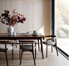 Round Back Dining Chairs, Black Dining Chairs, Upholstered Dining Chairs, Side Chairs, Walnut Dining Table, Dining Tables, Find Furniture, Unique Furniture, Dining Furniture