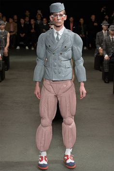 See all the Collection photos from Thom Browne Spring/Summer 2015 Menswear now on British Vogue Fashion Fail, Weird Fashion, 90s Fashion, Fashion Show, Fashion Design, Fasion, Thom Browne, Fashion Week Paris, Ugly Outfits