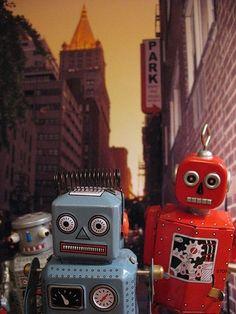 <3 robots