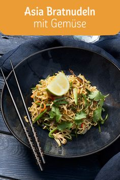 Asia Bratnudeln mit Gemüse Asia fried noodles with vegetables – easy to cook! Quick Dessert Recipes, Easy Soup Recipes, Healthy Crockpot Recipes, Slow Cooker Recipes, Dinner Recipes, Light Recipes, Asian Recipes, Ethnic Recipes, Food Videos