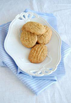 (WIN!!!!) Brown-sugar and coconut / Biscoitos de açúcar mascavo e coco // sooo easy and so, so good! Muito fáceis e muito bons! :)