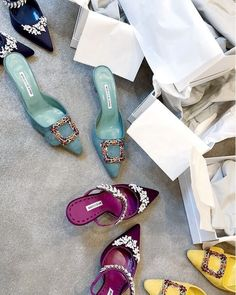 Not an outfit but aesthetically pleasing Fancy Shoes, Me Too Shoes, Manolo Blahnik Heels, Mocassins, Pumps, Shoes Heels, Dream Shoes, Luxury Shoes, Mode Inspiration