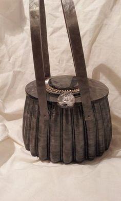Llewellyn Bley lucite vintage handbag inset by palmbeachtreasure Vintage  Handbags, Vintage Purses, Vintage Bags 10198560c6