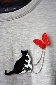 """Броши ручной работы. Ярмарка Мастеров - ручная работа. Купить Брошь из фетра """"Кот и бабочка"""". Handmade. Чёрно-белый, брошь"""