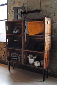Decorated industrial style furniture and shelves - My favorites - DIY Home Decor Projects - Easy DIY Craft Ideas for Home Decorating Crate Shelves, Box Shelves, Crate Desk, Dog Crate, Industrial Style Furniture, Industrial House, Industrial Shelves, Rustic Industrial Decor, Industrial Interiors