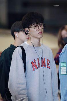 Kim Hanbin Ikon, Chanwoo Ikon, Yg Ikon, Ikon Leader, Innocent Person, Ikon Wallpaper, Boy Outfits, Fashion Outfits, Airport Style