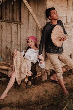 This Couple's Engagement Shoot Depicts the Simple Filipino Life and We Love It! Prenup Ideas Philippines, Filipino Fashion, Filipino Girl, Filipino Wedding, Punjabi Wedding, Filipiniana Wedding Theme, Prenuptial Photoshoot, Prenup Photos Ideas, Debut Themes