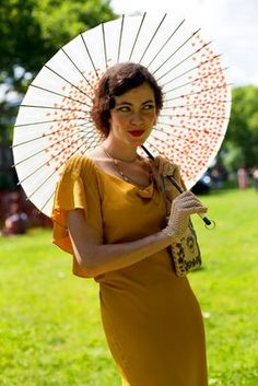 love the color of this dress with the parasol! Hipster Grunge, Grunge Goth, Over The Top, Rockabilly, Street Style Vintage, Vintage Style, Vintage Glam, Dress Vintage, Jazz Age Lawn Party