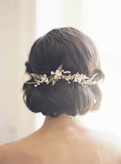 The Best Wedding Hairstyles For Short Hair - Simply chic chignon Wedding Hair And Makeup, Wedding Hair Accessories, Hair Makeup, Hair Wedding, Wedding Dresses, Hair Pieces For Wedding, Hair Styles For Wedding, Wedding Hair Chignon, Hippie Accessories