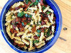 Sun-dried Tomato & Olive Pasta @ www.skatingtomato.com/recipes #vegan #plantbased #recipe Sun Dried, Skating, Pasta Salad, Originals, Vegan, Healthy, Ethnic Recipes, Food, Crab Pasta Salad