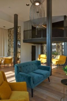 This project in the hotel La Torre del Canónigo brings back the Mediterranean style with a few pops of color that are simply irresistible. A color palette based on white, blue and yellow with a mix of raw wood, metal and a modern design, it's the perfect harmony between elements that clearly shows the eclectic inspiration behind Eva Martinez's works.