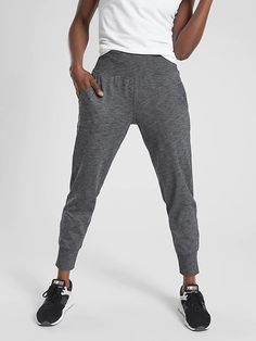 Shop Athleta for Women's Yoga Clothing, Technical Athletic Clothing, and Athleisure Black Girl Fashion, Street Style, Athletic Outfits, Athletic Gear, Jogger Pants, Stylish Outfits, Sporty Outfits, Unique Outfits, Beautiful Outfits