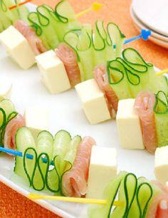 チーズクリーム、生ハム、きゅうりをそれぞれ切ってピックに通すだけの簡単おつまみ。それぞれの相性が抜群で、見た目も素敵♪食卓が一気に華やかになります。