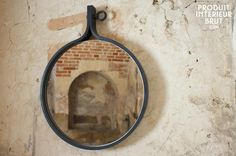 Spiegeltje, spiegeltje aan de wand, wie is 't mooiste van het land? Kom daar gauw achter met deze grote stoere spiegel!